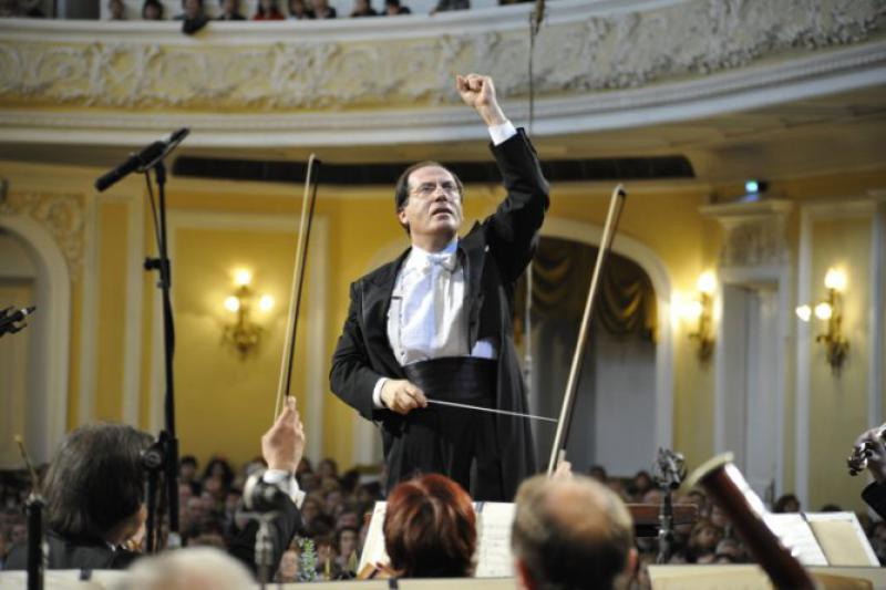 Pavel Kogan conducts the Moscow State Symphony Orchestra
